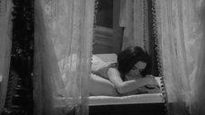4. Секс сцена с Барбарой Стил – Пять могил для медиума