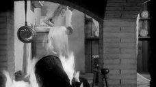 1. Мирелла Маравиди засветила грудь – Пять могил для медиума