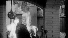4. Мирелла Маравиди засветила грудь – Пять могил для медиума