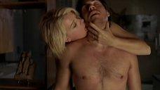 Эротическая сцена с Амандой Де Кадене