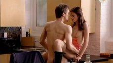 Секс с Дэниз Кобар на кухне