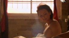 Раздетая Лана Тейлор в постели