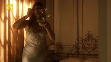 Алессандра Негрини в ночнушке