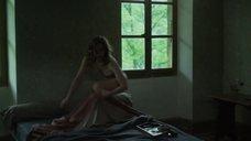 3. Лу де Лааж в нижнем белье – Белоснежка. Сказка для взрослых