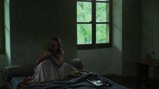 4. Лу де Лааж в нижнем белье – Белоснежка. Сказка для взрослых