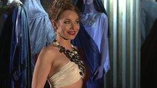 Торчащие соски Екатерины Гусевой в спектакле «Римская комедия»
