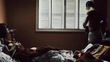 3. Паула Коэн топлес – Лицо в мусоре
