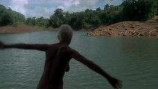 Анни Бель купается голой