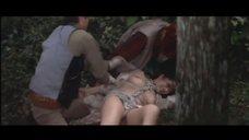 5. Изнасилование Наоми Тани в лесу – Жена как жертва