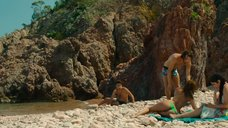3. Захия Дехар топлес на пляже – Мое прекрасное лето с Софи