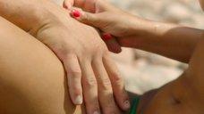 4. Захия Дехар топлес на пляже – Мое прекрасное лето с Софи