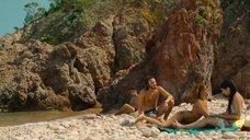 8. Захия Дехар топлес на пляже – Мое прекрасное лето с Софи