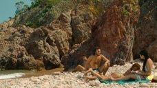 9. Захия Дехар топлес на пляже – Мое прекрасное лето с Софи