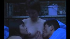 Сюнгику Утида кормит грудью Фудзико