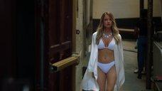 Челси Гилсон в купальнике