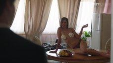 Ксения Теплова со сливками на груди