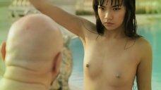 Голая маленькая грудь Guk Srisawat