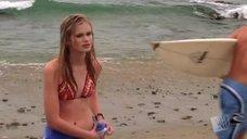 Сара Пэкстон на пляже