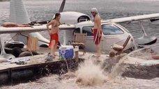 Мишель Родригес сбрасывает всех в воду