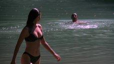 Дженнифер Коннелли в черном купальнике