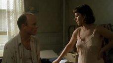 Марша Гей Харден в ночной рубашке