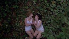 Кейт Уинслет и Мелани Лински бегают по лесу в белье