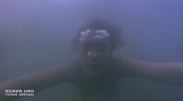 Обнаженная Кейт Уинслет Плавает Под Водой – Айрис (2001)