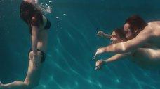 4. Меган Фокс плавает в бассейне – Любовь по-взрослому
