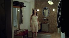 Анна Чиповская в ночной рубашке