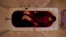 Тереза Уайман в кровавой ванне