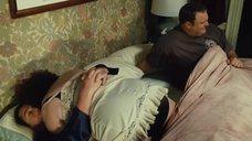 Мэри Пэт Глисон в ночной рубашке