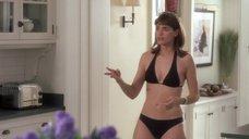 Аманда Пит в черном купальнике