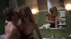 Секс с Наташой Хенстридж в ванной