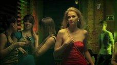 3. Торчащие соски Светланы Ходченковой – Краткий курс счастливой жизни
