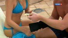 Янина Студилина в голубом купальнике