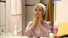 1. Екатерина Климова в тоненьком халате – Весна в декабре