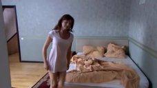 Анна Банщикова в ночной рубашке