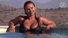 1. Анна Семенович плавает в бассейне