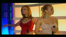 1. группа «Блестящие» на Песне года 2003