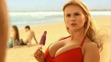 3. Анна Семенович на пляже