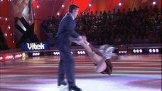 10. Анна Семенович в школьной форме на льду