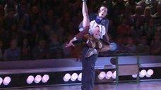 13. Анна Семенович в школьной форме на льду