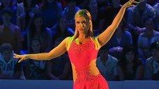 1. Танец яркой Анны Семенович на льду