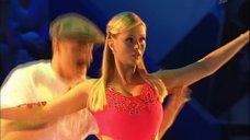 2. Танец яркой Анны Семенович на льду