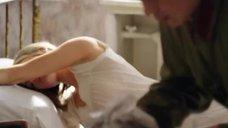 1. Мария Кожевникова в ночной рубашке – Красные горы