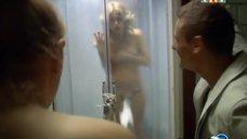 2. Анна Хилькевич в душевой кабине – Золотые
