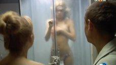 5. Анна Хилькевич в душевой кабине – Золотые