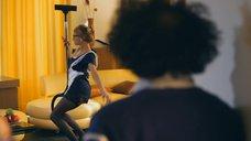 Наталья Бардо в образе сексапильной горничной