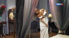 Наталья Бардо примеряет белое платье