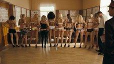 Проститутки и мошенницы на осмотре в милиции